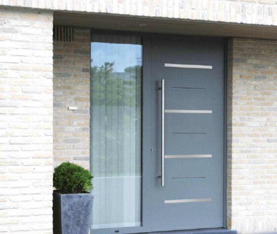 La pose d'une porte d'entrée en rénovation